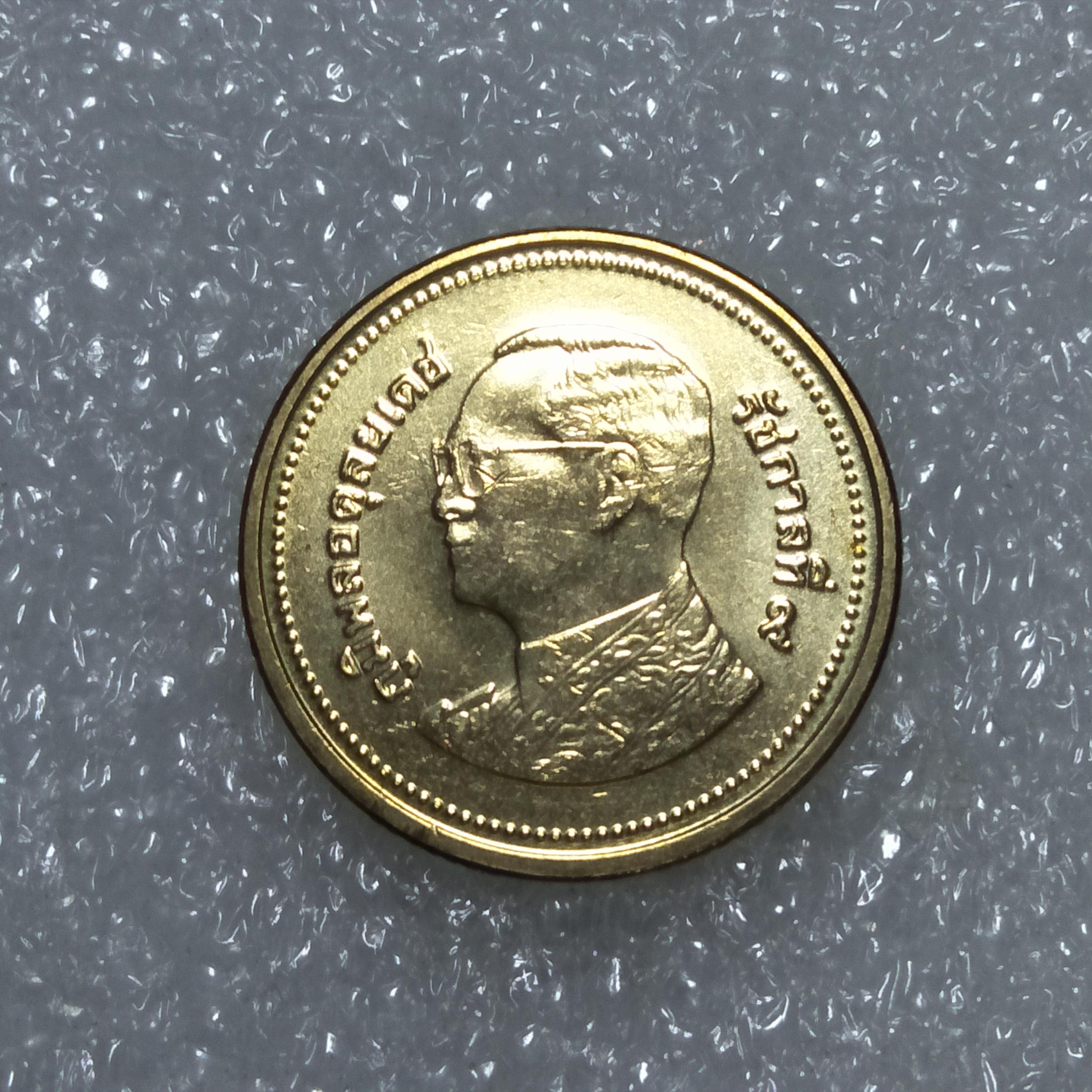 เหรียญ 2 บาท 2560 ไม่ผ่านใช้ UNC