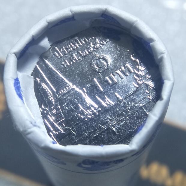 เหรียญ 1 บาท 2557 UNC แบบหลอด
